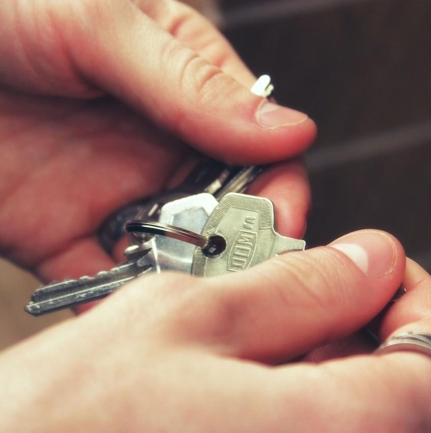Financiar ou investir/alugar na hora de comprar um carro/imóvel: o que vale mais a pena?